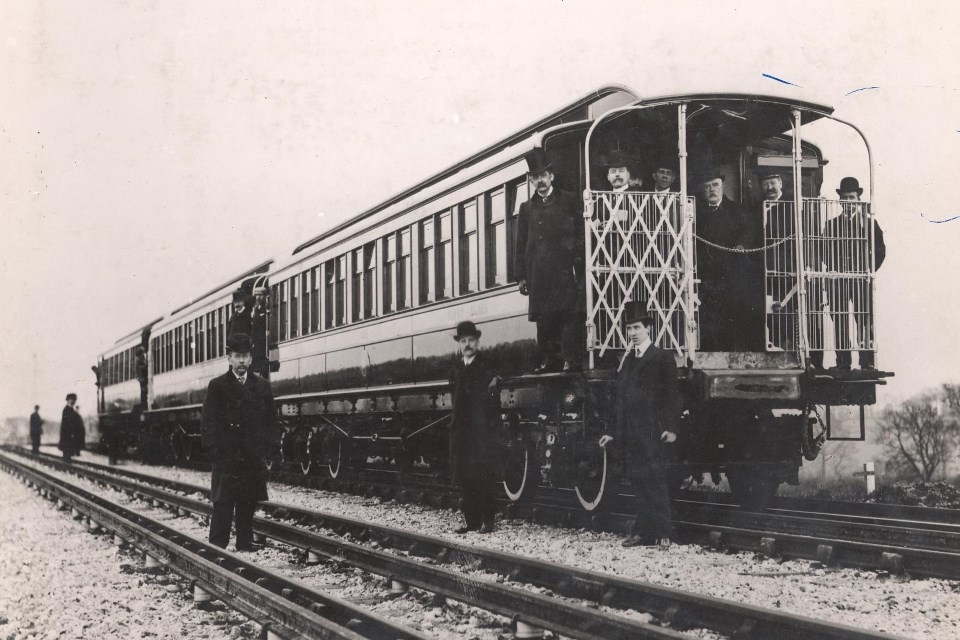 The first electric train on trial on the Metropolitan line, 1904
