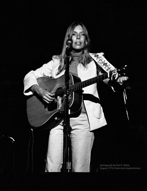 Joni Mitchell in concert