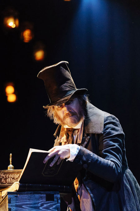 Rhys Ifans as Scrooge> <SPAN class=