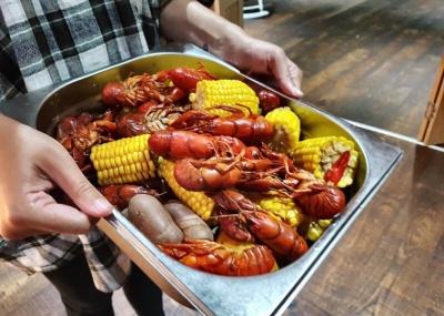 Crawfish Boil at Boondocks